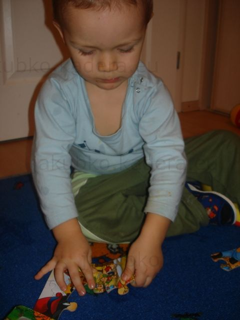 Jakubko stavia puzzle