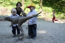 Nový kamarát - zlatý malý dinosaurík